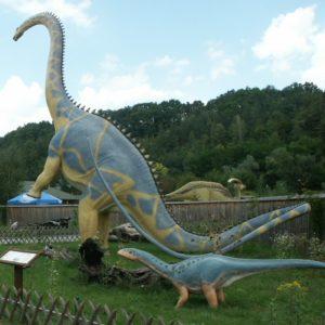 Dinozaur w parku bałtowskim