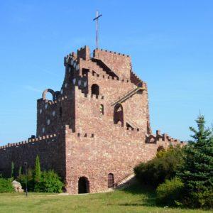 Cudowe wzniesienie przypominające golgotę atrakcje W Górach Świętokrzyskich