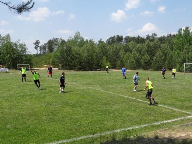 imprezy dla firm mecz piłkarski na boisku trawiastym