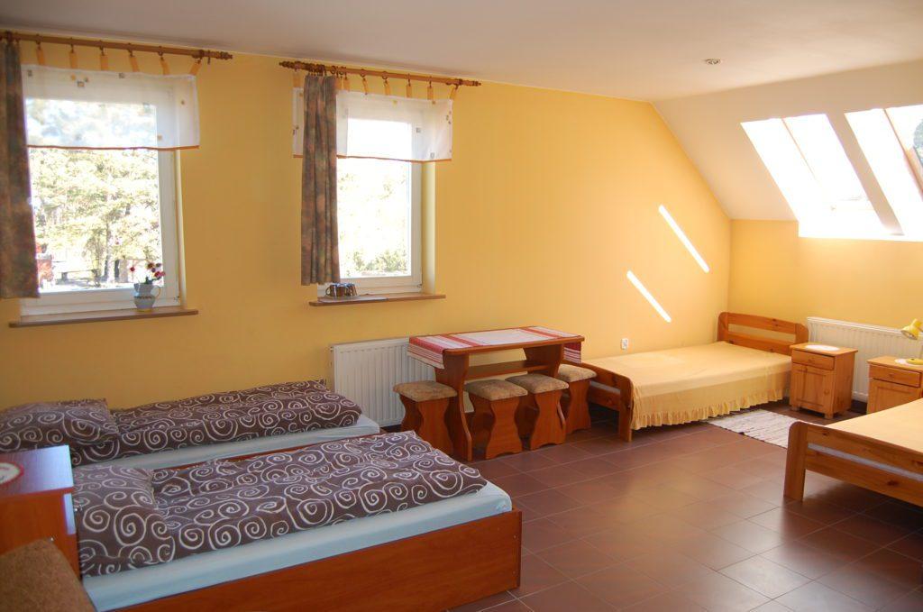 Dom do wynajęcia pokój czteroosobowy z łazienką