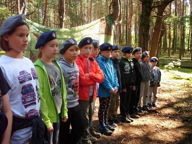 kolonie dzieci w bazie survivalowej