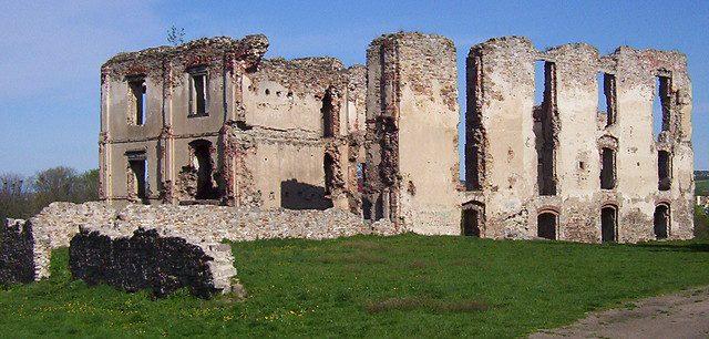 Ruiny pałacu biskupa krakowskiego Bodzentę góry świętokrzyskie