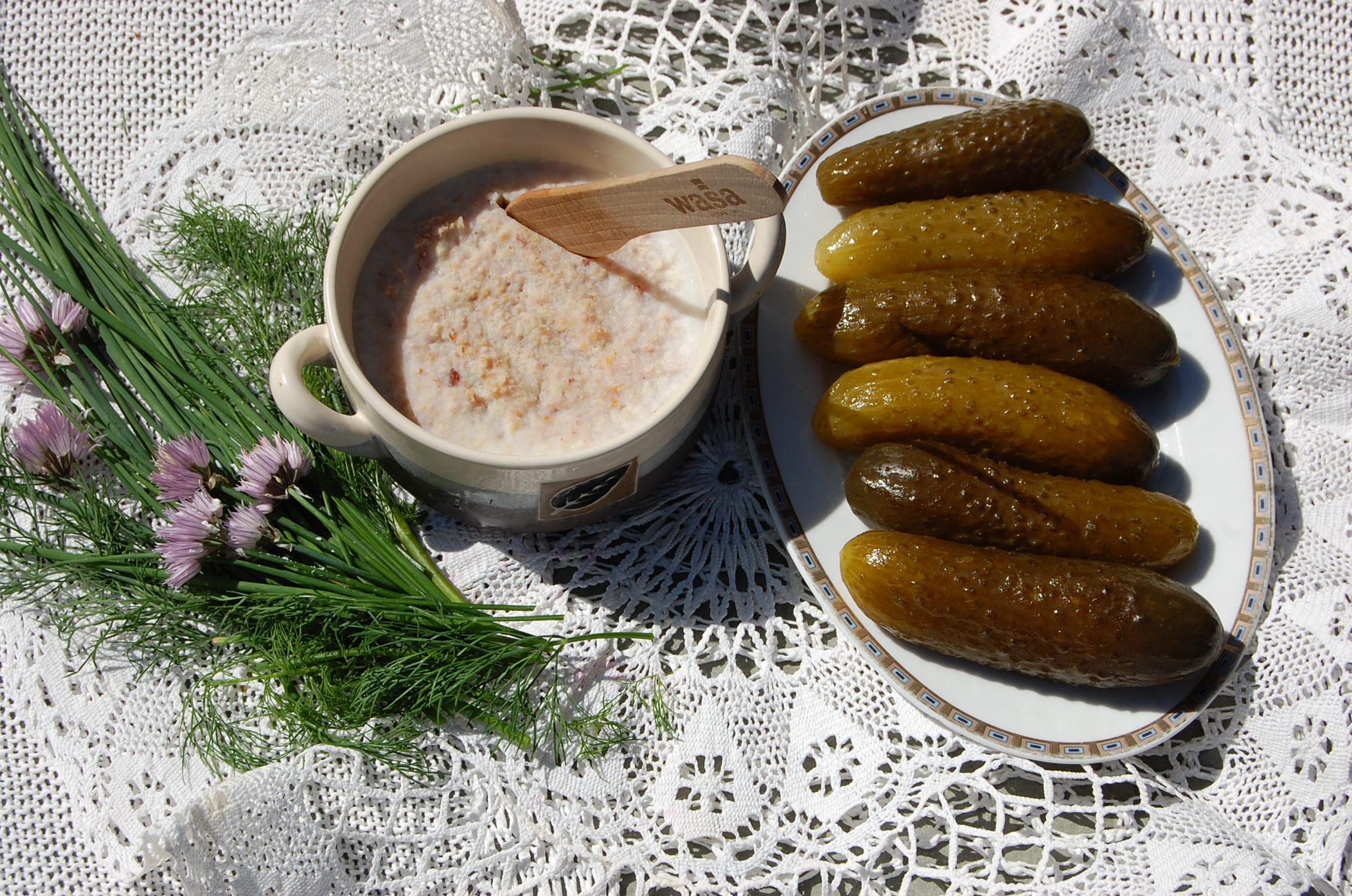 Ogórki kiszone i smalec swojski ekologiczna żywność w górach świętokrzyskich